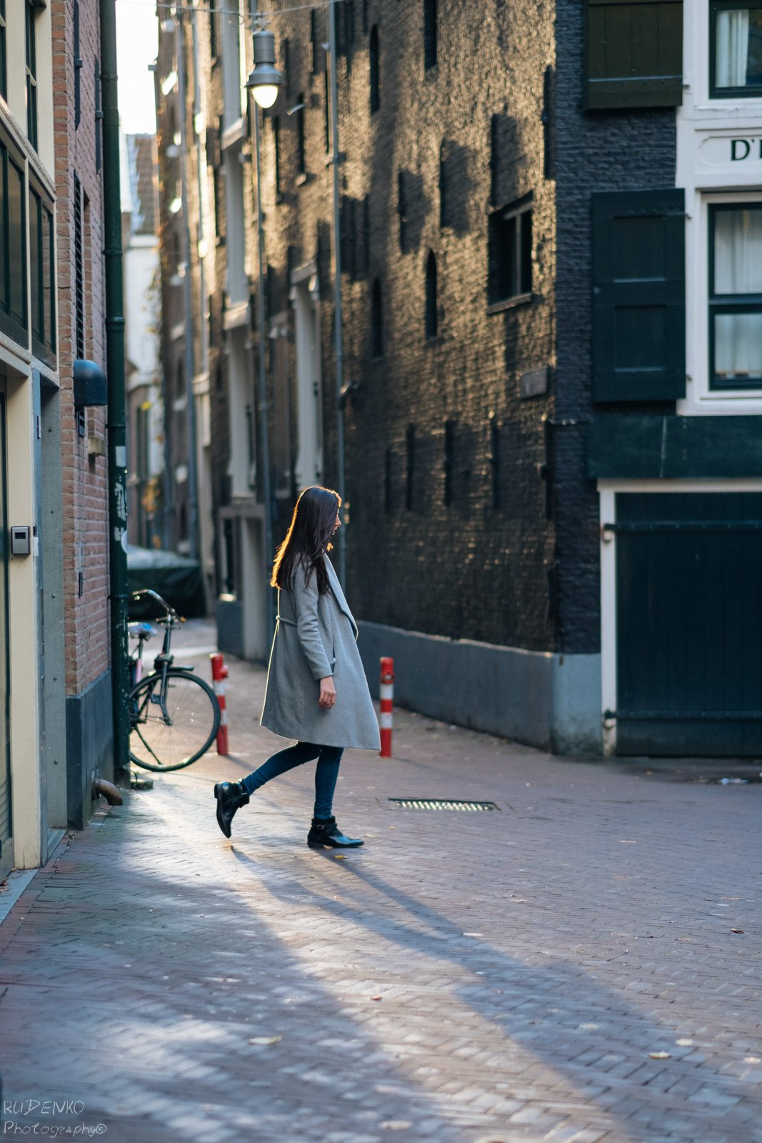 woman-solo-photowalk-photography-amsterdam