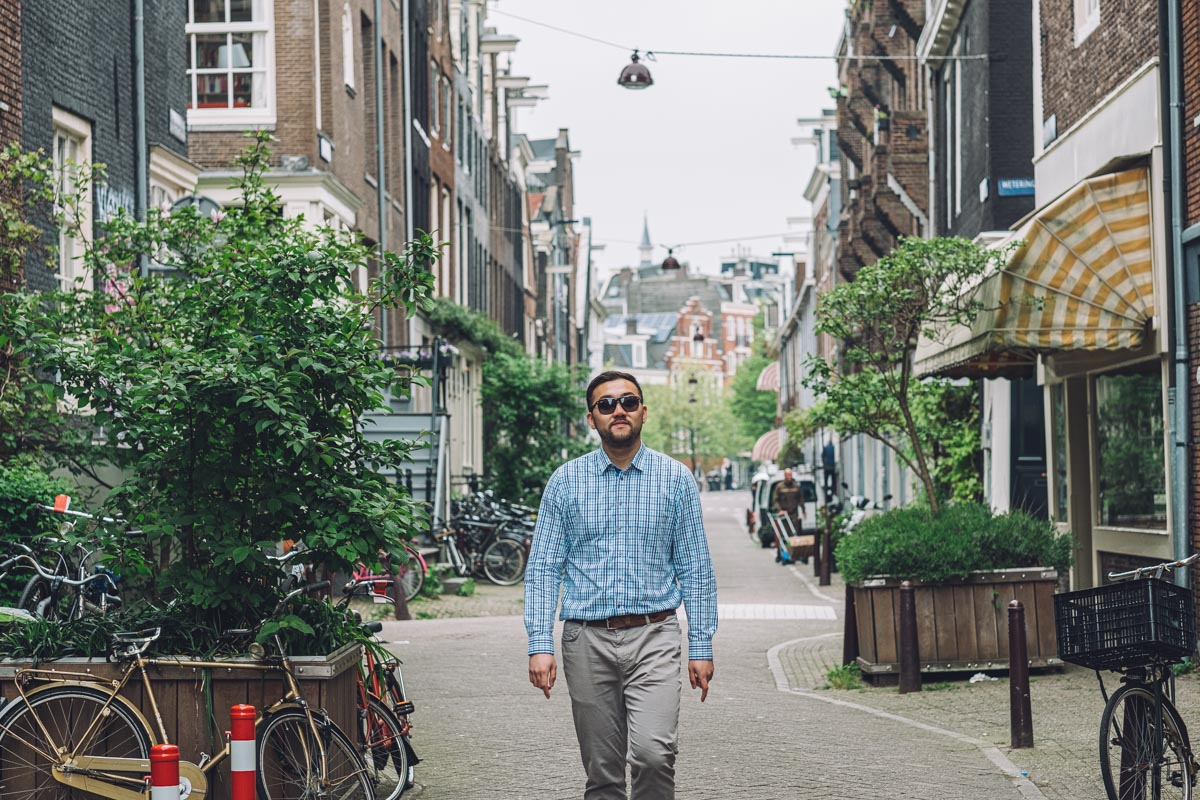 man photowalking amsterdam