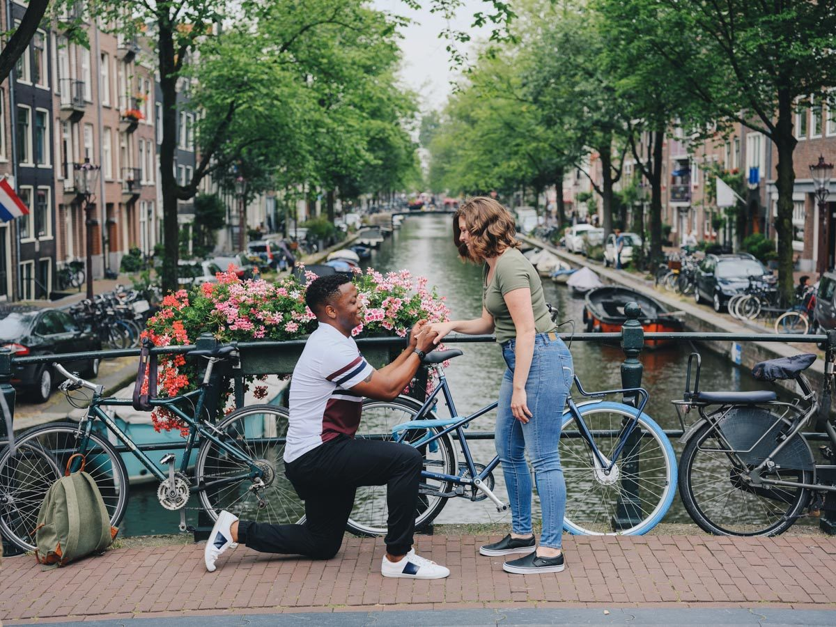 surprise proposal canals amsterdam