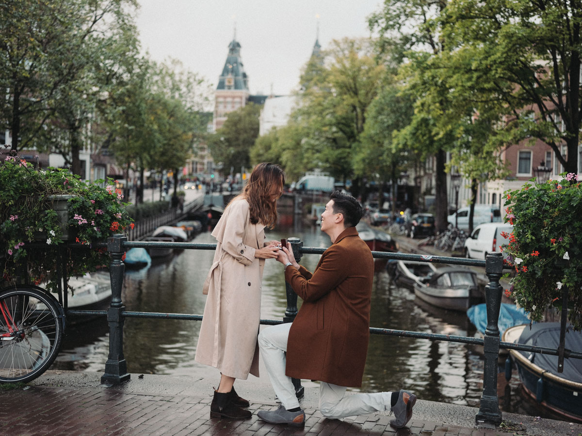 couple canal proposal amsterdam