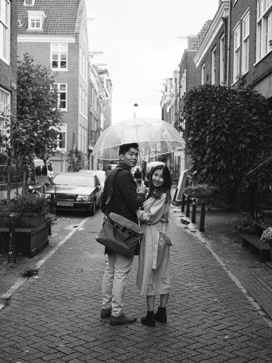 couple transparent umbrella amsterdam