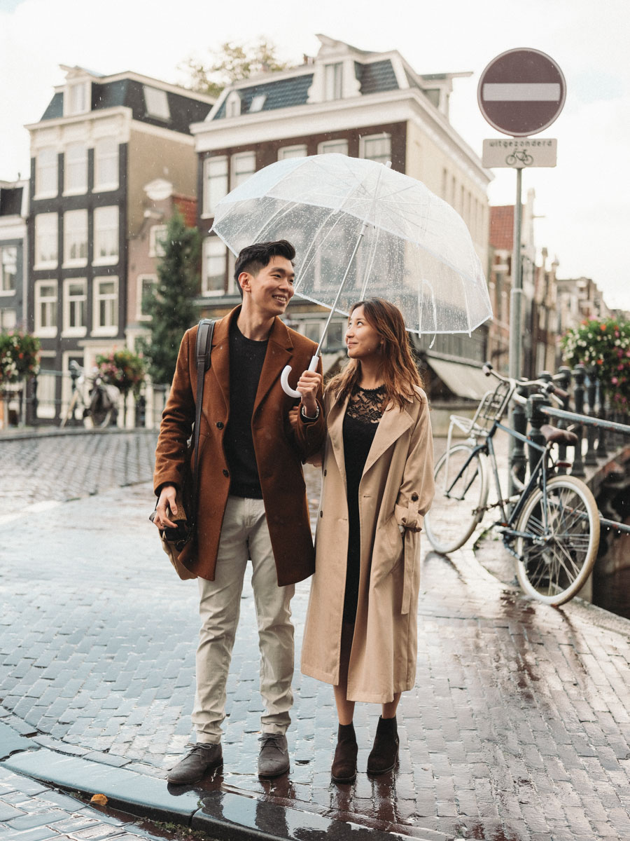 engagement photography rain amsterdam