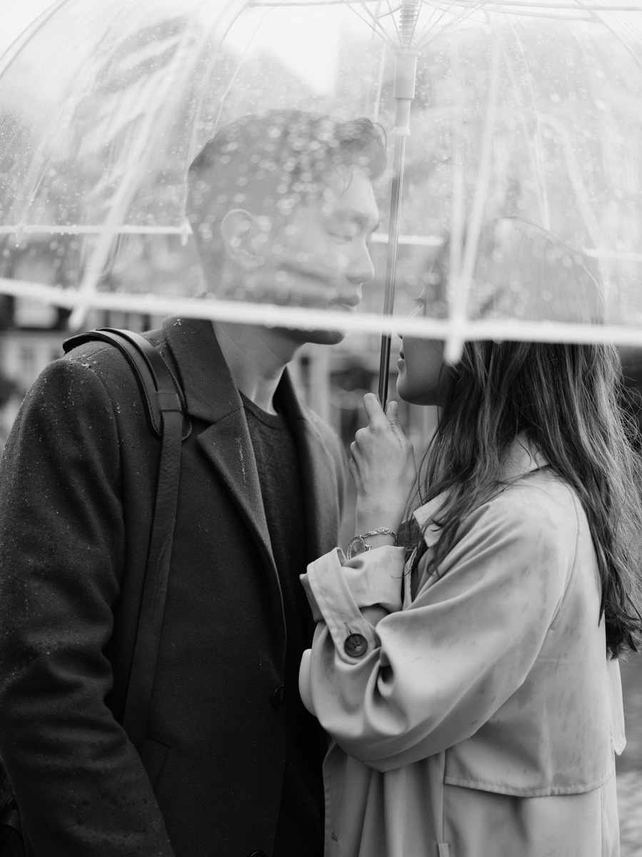 couple in the rain photography