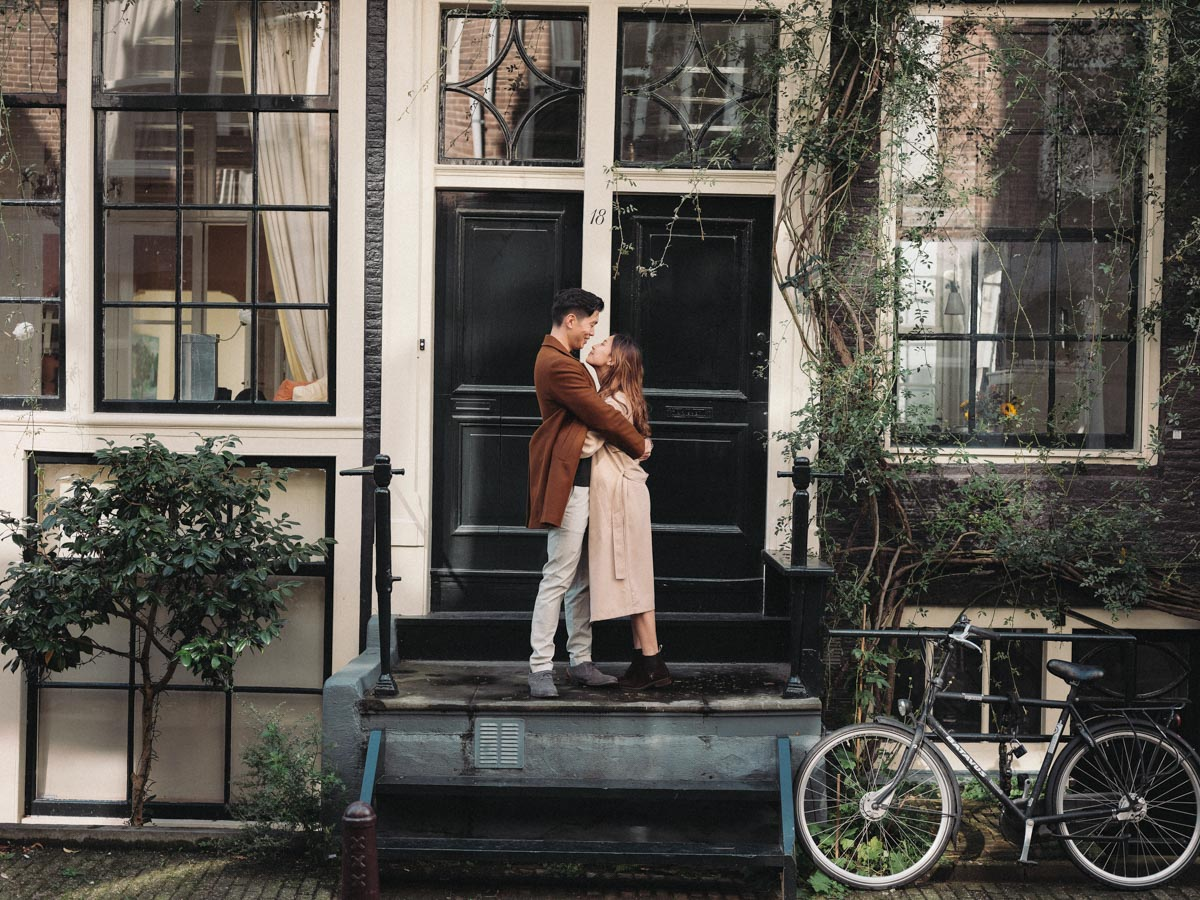 intimate engagement photoshoot amsterdam