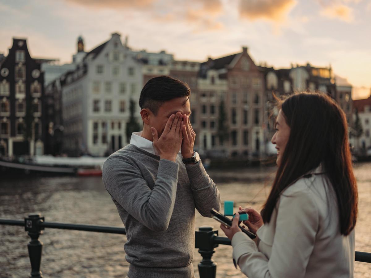 couple surprise proposal amsterdam