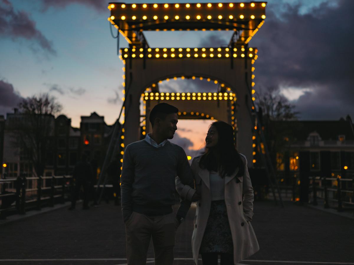 night engagement photographer amsterdam