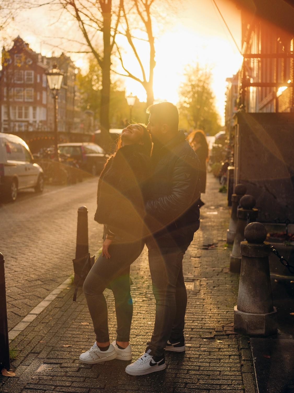 couple photowalk amsterdam