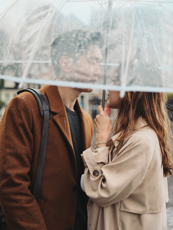 couple amsterdam umbrella