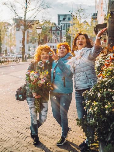 sisters amsterdam photowalk