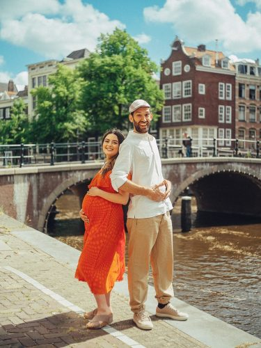 funny maternity photographer in amsterdam