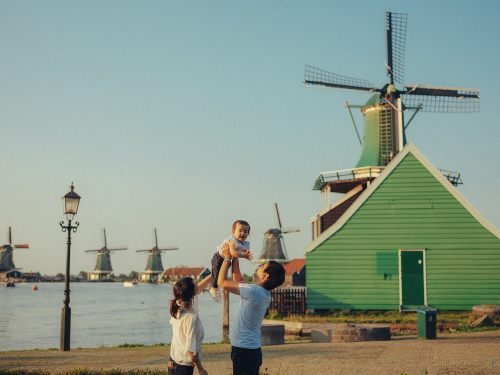 family photosession windmills village